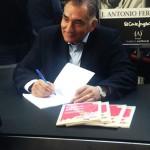 José Antonio firmando ejemplares de sus libros en Mentes Brillantes 2015
